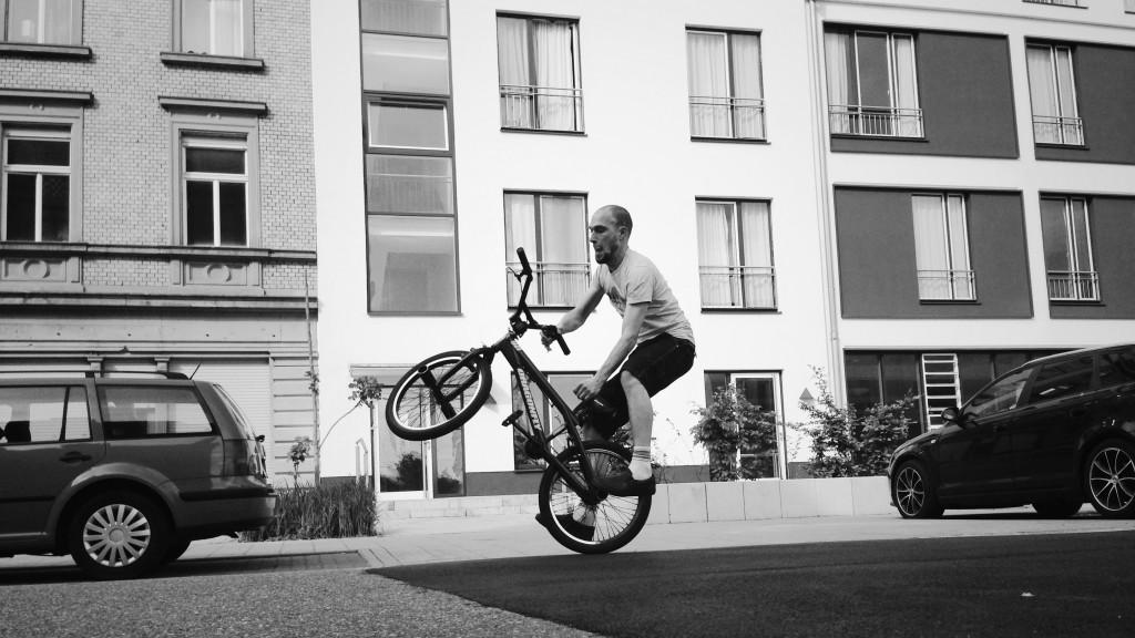 Foto 3: Daniel macht nen Wheely