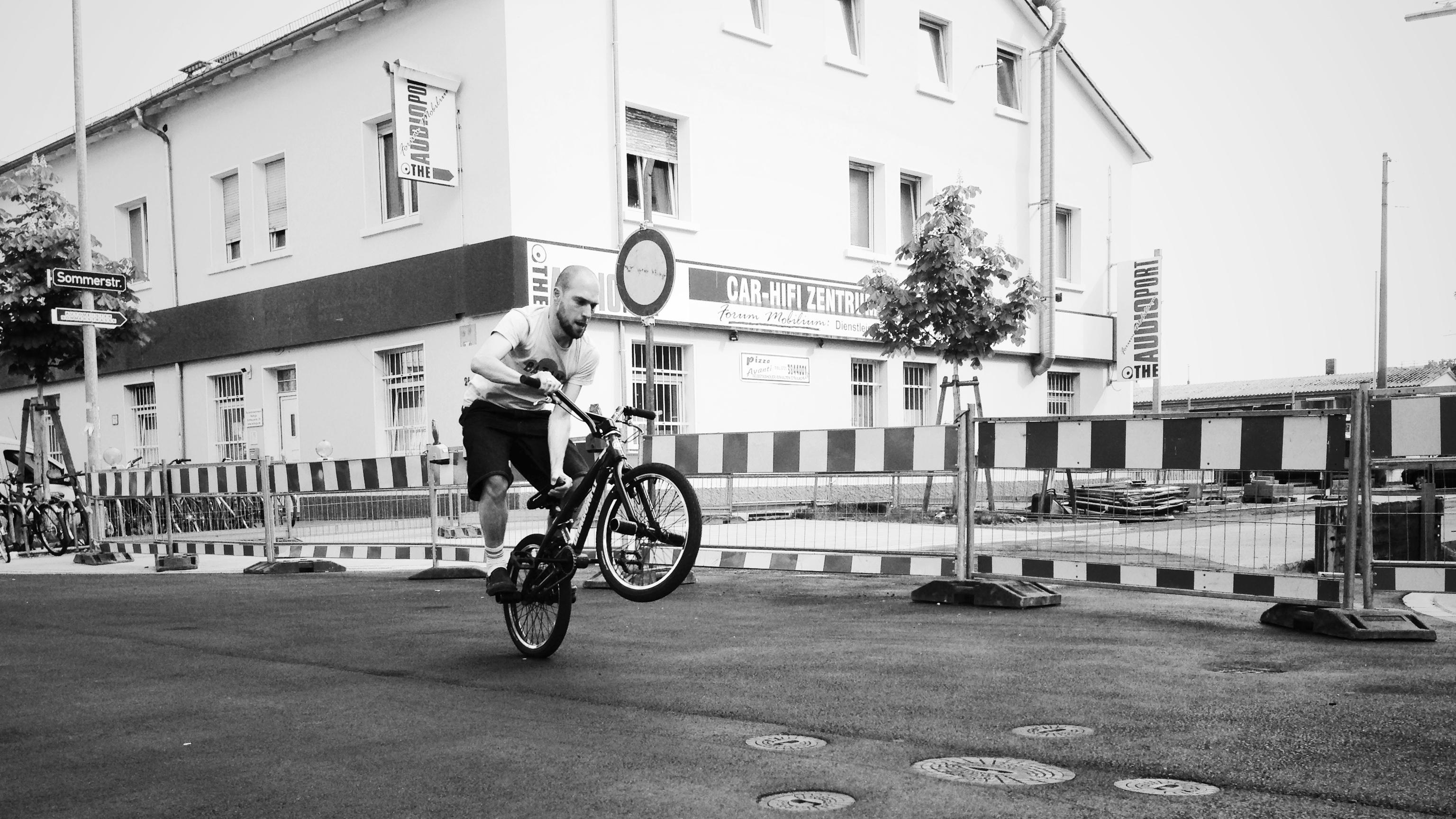 Foto 4: Daniel macht nen Wheely